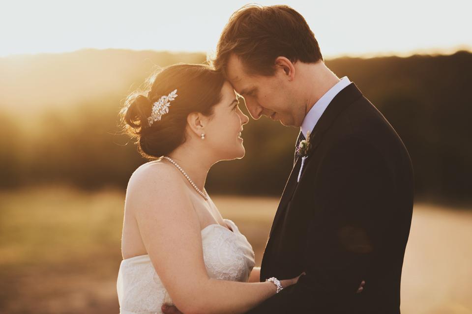 Sunset wedding with Brisbane Celebrant Ciara Hodge. Image by Leah Cruikshank Photography