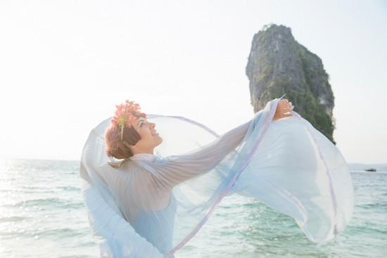 whimsical thailand engagement photos0006