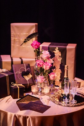 black and gold gift table