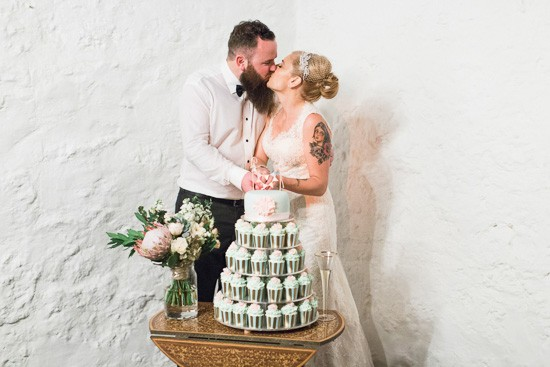 Perth bride and Groom cutting cake