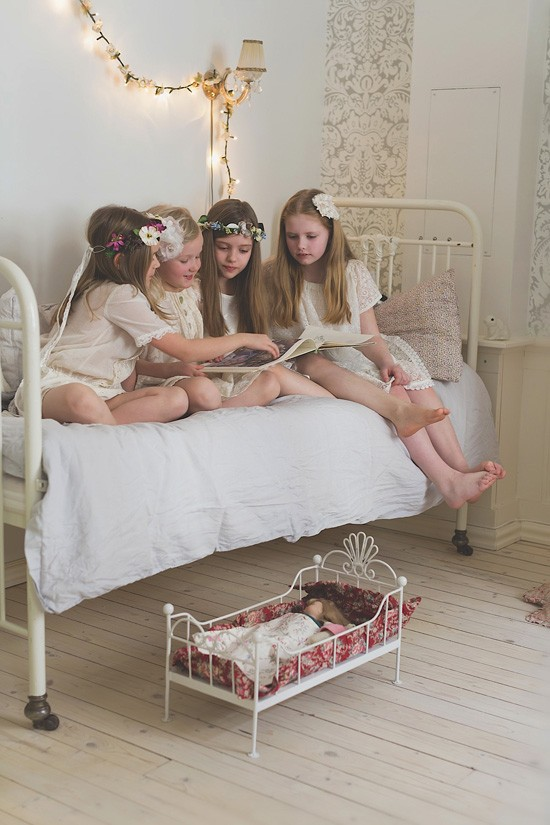 Girls reading in bed1