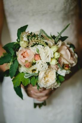 Peach and cream modern bouquet