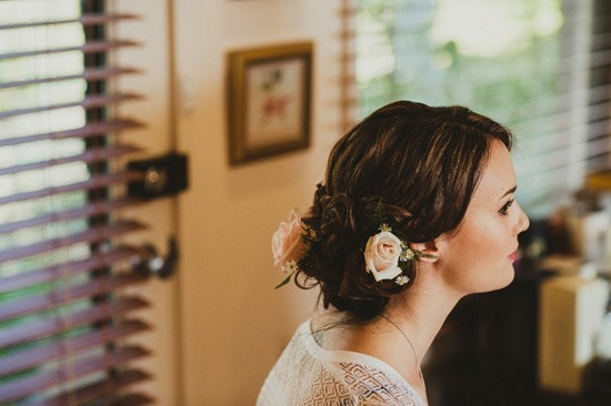 Bride with pink roses in ehr hair
