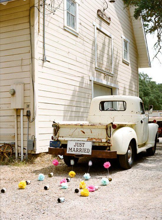 just-married-car-pom-pom-garlands (1)
