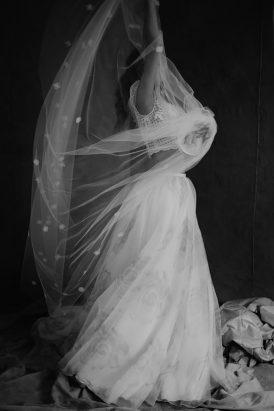 Silver & Ivory Contemporary Bridal Inspiration003