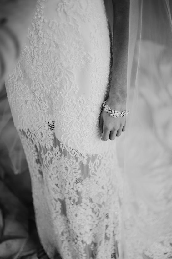 Silver & Ivory Contemporary Bridal Inspiration018