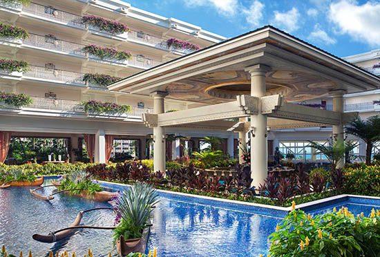 botero-lounge-by-pool-1680x1136-1