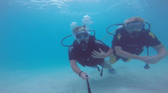 thumbnail_scuba%20dive%20together