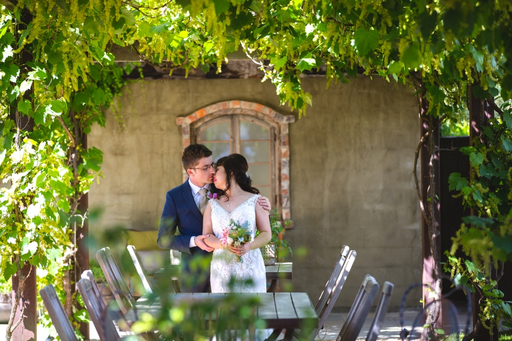 106078 simple lunchtime stones of the yarra valley wedding by twentyone photos
