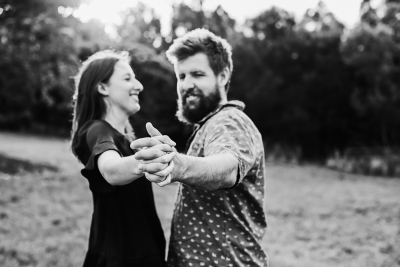 116585 relaxed queensland country engagement by quince mulberry studios